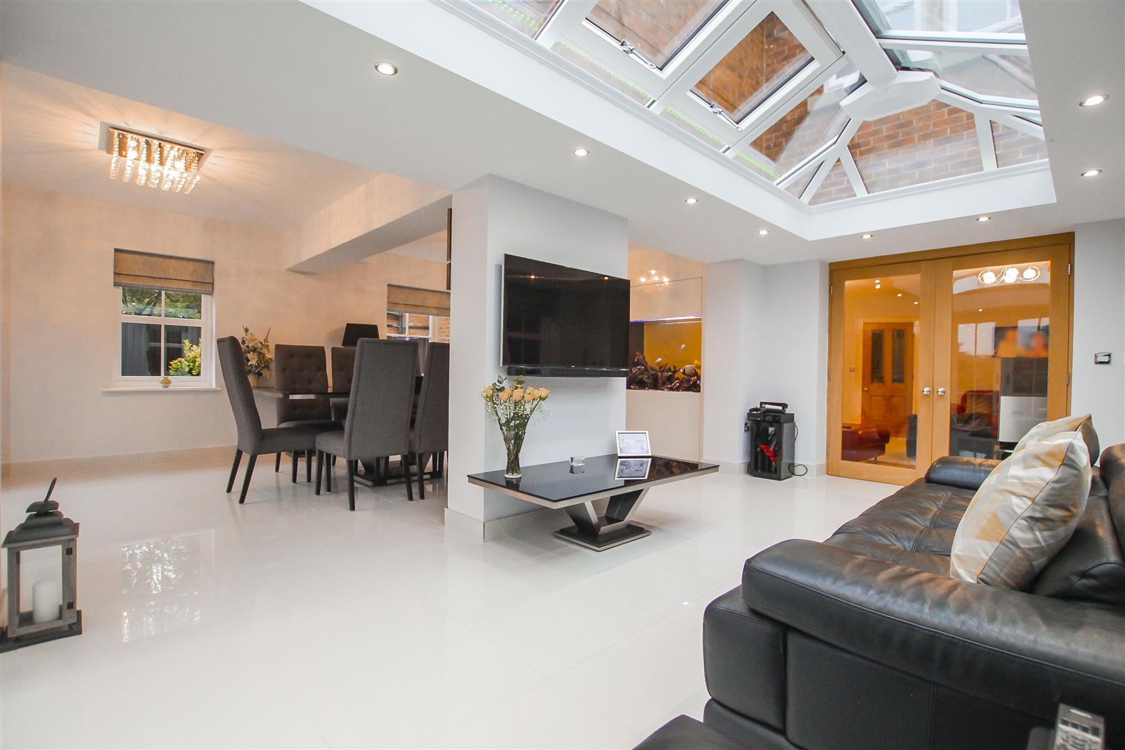 4 Bedroom Detached House For Sale - Family Room